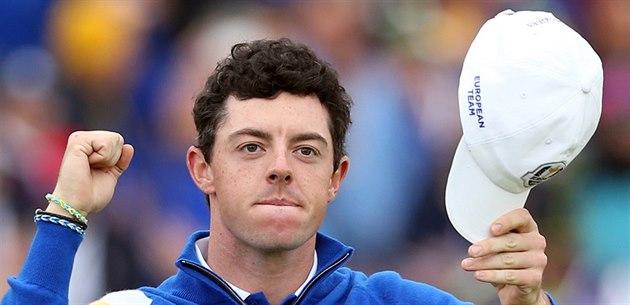 Rory McIlroy práv� za�ídil Evropan�m dal�í bod v Ryder Cupu.