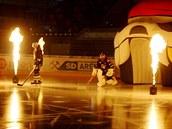 Nástup chomutovských Pirát� v domácích zápasech provází ohnivá show.
