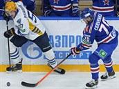 Roman �ervenka (vpravo) z Petrohradu v utkání proti Atlantu Myti��i.
