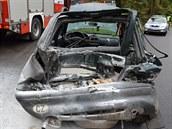 Osobní vůz se po střetu s náklaďákem u Hlinska vzňal.