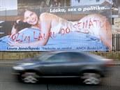 P�edvolební billboard Laury Janá�kové u Hlavního nádra�í v Praze.