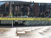 Vítejte ve Světě techniky v ostravské Dolní oblasti Vítkovice. Už vstup, ve kterém se zrcadlí bývalé vítkovické hutě, je vskutku impozantní. Za projekt dostal Josef Pleskot prestižní ocenění Architekt roku.