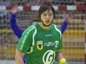 Adam Re�ek ze Zub�í v obran�.