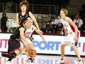 Momentka z basketbalového utkání MS žen Česko (bílá) vs. Japonsko