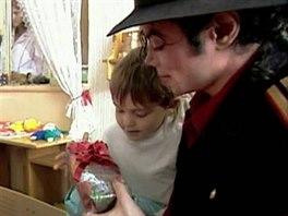 Michael Jackson navštívil Dětský domov Charlotty Masarykové v Praze - Zbraslavi...