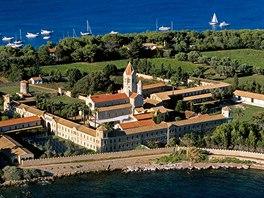 Francouzské vinařství na ostrově Saint Honorat provozují cisterciáčtí mniši (na...
