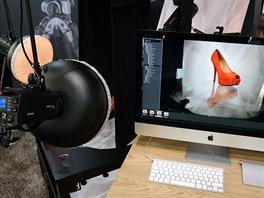 Boty nebo baz�n pln� vody? PhotoRobot zvl�dne nafotit oboj�.