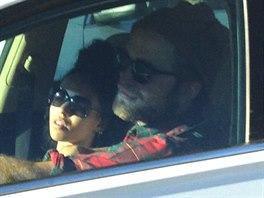 Robert Pattinson si veze svou novou lásku.