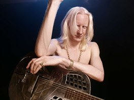 Resofonickou kytaru Johnny Winter miloval už od mládí.