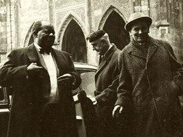 Louise Armstronga v roce 1965 po Praze provázel Lubomír Dorůžka (vpravo)