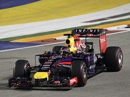 V ZATÁČCE. Sebastian Vettel ve Velké ceně Singapuru.