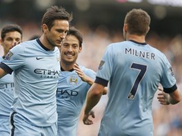 AUTOR GÓLU SE NESMĚJE. Fotbalisté Manchesteru City jásají, Frank Lampard se z