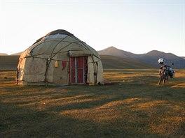 V jurtě kousek od jezera Song Kul