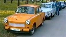 Automobily východon�meckých uprchlík� na Malé Stran� v Praze. (1989)