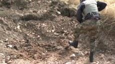 Hromadný hrob na východ� Ukrajiny