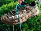 Díky pevnému svršku se nečistoty nedostanou dovnitř boty.