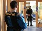 Policejní zásah při sbírání dokumentace k zakázkám.