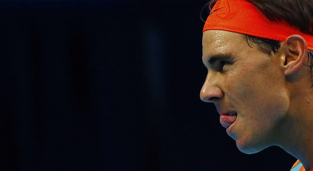 N�CO TOMU JE�T� CHYBÍ. Rafael Nadal na turnaji v Pekingu p�i svém návratu po