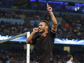 TYPICKÁ GÓLOVÁ OSLAVA. Zálo�ník Francesco Totti, kapitán AS �ím, si cucá palec,...