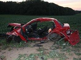 Tragická nehoda dvou osobních aut na silnici 1/35 u Sadové mezi Hořicemi a...