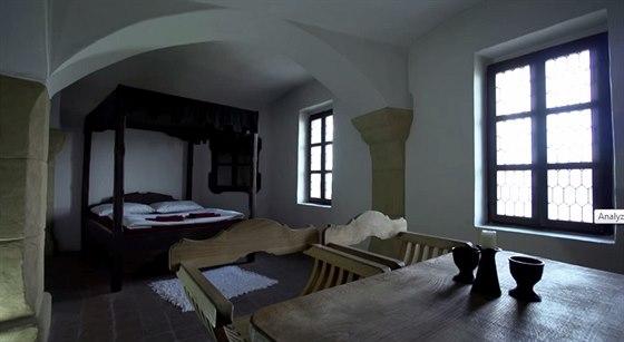 Středověké pokoje zdobí sklípkové klenby, malby na stropě, svíčky a otevřené...