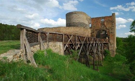 Hrad Krakovec proslavil mistr Jan Hus, kter� zde p�sobil po odchodu z Prahy