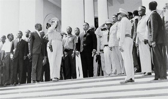 Jean-Claude Duvalier se ujímá prezidentského úřadu. Později se, stejně jako...