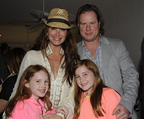 Brooke Shieldsová s manželem a dcerami