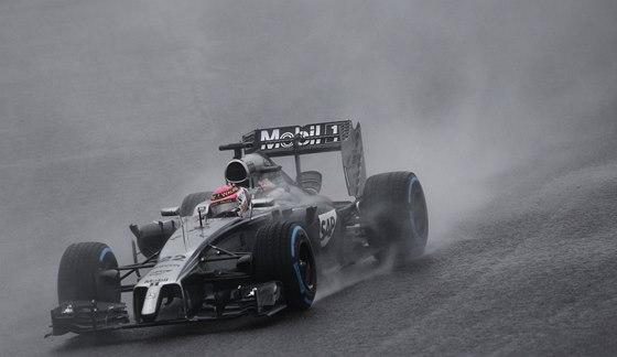 MOKRO. Jenson Button ve Velké ceně Japonska formule 1.