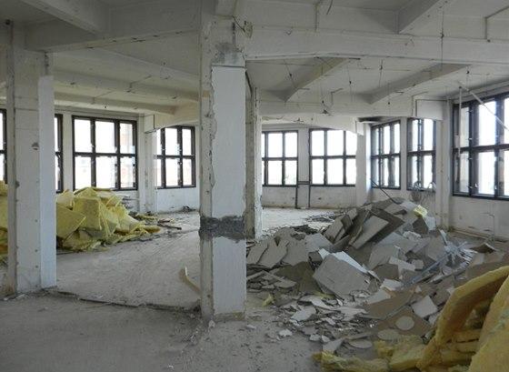 V prostorách továrny se natáčel i český seriál Expozitura. Přízemí, které