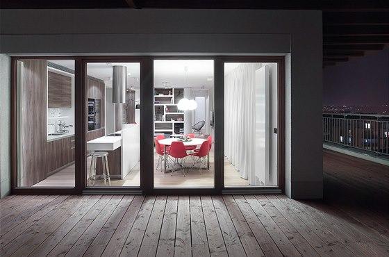 Podlaha terasy byla původně pokryta poměrně nevzhlednými dlaždicemi. Studio