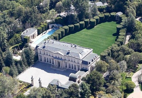 Luxusní rezidence s názvem Fleur de Lys (Kosatec nebo stylizovaná Lilie) stojí...