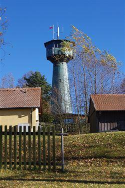 Rozhledna Grenzlandturm nad vesnic� Neualbenreuth
