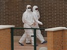 �pan�l�t� zdravotn�ci p�ed nemocnic� v Madridu, kde je hospitalizov�na...