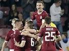 Fotbalist� Sparty se raduj� z V�chova g�lu v utk�n� Evropsk� ligy proti Young...