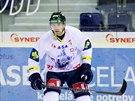 Liberecký obránce Martin Škoula nastoupil se zelenou helmou, protože ovládl v...