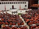 Turecký parlament schválil zapojení Turecka do boje proti Islámskému státu (2....