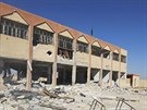 Poničená budova školy na předměstí Kobani (7. října 2014).