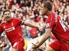 G�L. Jordan Henderson (vlevo), z�lo�n�k Liverpoolu, se spolu s kapit�nem Stevenem Gerrardem raduje z g�lu v z�pase anglick� ligy