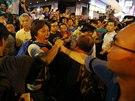 V centru Hongkongu v pátek vypukly potyčky mezi demonstranty požadujícími...