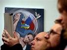 Putin slaví 62. narozeniny. Umělci ho vidí jako Herkula, který krotí USA (7....