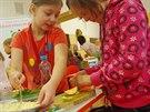 Děti na základních školách se v rámci projektového dne učí připravovat zdravé...
