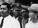 Trochu natvrdlý tlouštík Jean-Claude Duvalier a jeho matka Simone. Podle...