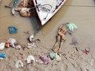 Zbytky postavy vyrobené ze slámy v Ganze ve Váranásí.