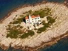 Maják Sestrice, záliv na jihu ostrova Korčula
