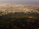 Hlavní město Kréty Heraklion při příletu z jihu.