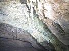 Speleologové v Býčí skále objevili stometrovou chodbu s krápníky.