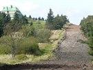 Stometrový úsek mezi Masarykovou chatou na Šerlichu a parkovištěm v sedle, kudy...