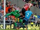 GÓL. Connor Wickham ze Sunderlandu překonává obranu Stoke v zápase anglické...