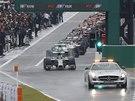 SAFETY CAR V AKCI. Netradiční start kvůli dešti ve Velké ceně Japonska formule